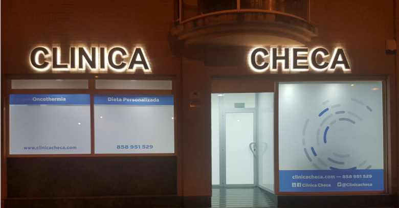 Entrance of the Clinica Checa